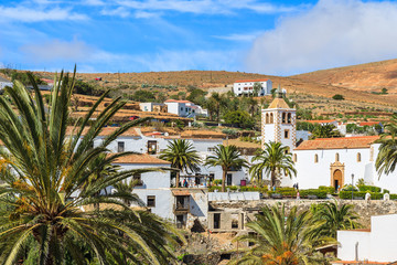Fototapete - View of Betancuria village and famous cathedral Santa Maria, Fuerteventura, Canary Islands, Spain