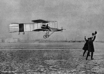 Henri Farman winning the Archdeacon Prize with Voisin biplane (1908)