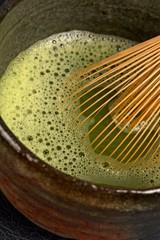 Matcha Tee im Chawan mit Chasen / Detail