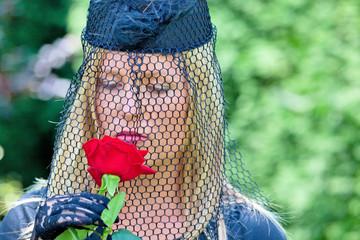 Sinister Schleier Mourning Rose