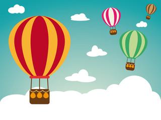 Heißluftballon auf Wolken-Himmel