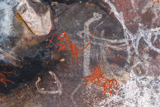 Just 24 km fom Bhopal, Satkunda has around 5000 year old rock art. Contemporary in quality and age the world Heritage site of Bhim Baithika in the east of Bhopal.