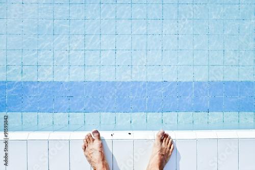 piscine bleu eau pied sauter photo libre de droits sur. Black Bedroom Furniture Sets. Home Design Ideas