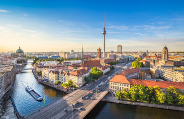 Berlin skyline panorama with TV tower and Spree river at sunset, Germany Fototapete