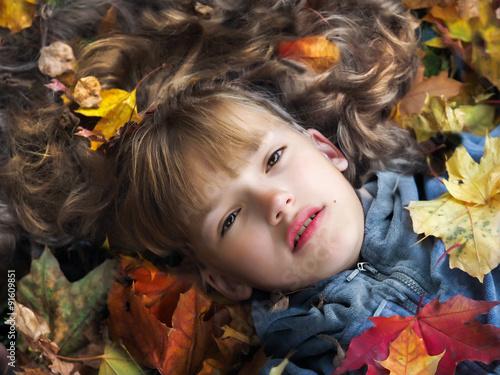 Волосы из осенних листьев