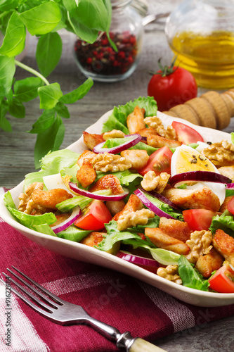 "Delicious salad with chicken, nuts, egg and vegetables."" Immagini e ..."