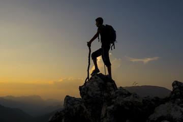 tek başına dağlarda gezmek ve hedefe ulaşmak