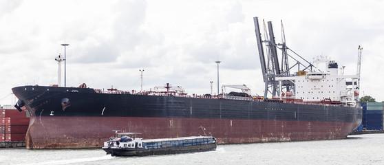Tanker im Hafen von Antwerpen, Belgien