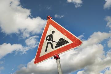 Schild - Gefahrzeichen Baustelle - Schrägansicht