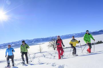 Schneeschuh-Tour in strahlender Wintersonne