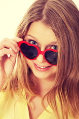 Young caucasian woman wearing sunglasses