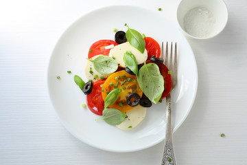 tomatoes salad with cheese