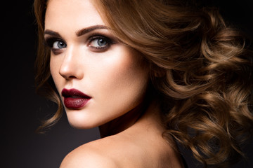 Spoed Fotobehang Beauty Close-up portrait of beautiful woman with bright make-up