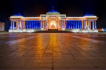 Das Regierungsgebäude der Mongolei auf dem Sukhbaatarplatz im Zentrum von Ulan Bator, der Hauptstadt der Mongolei