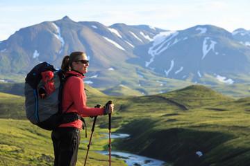 Fotomurales - Female hiker enjoying the landscape of the Laugavegur hiking trail on Iceland.