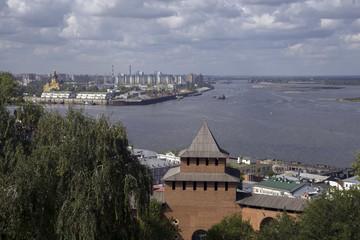 Река Волга у стен Нижегородского кремля.