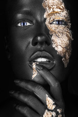 Foto op Aluminium People fashion portrait of a dark-skinned girl with gold make-up