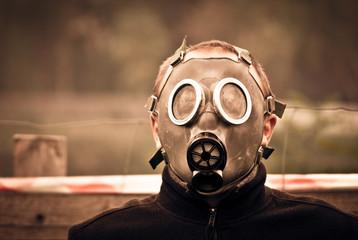 Obraz Człowiek w masce gazowej - fototapety do salonu