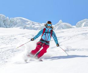 gekonnt Skifahren auf einem Gletscher