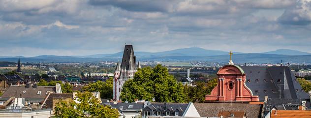 Blick auf den Holzturm und St. Ignaz in Mainz