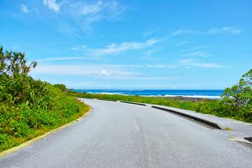 海の見える道路