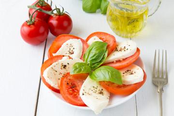 Mozzarella z pomidorami i pieprzem