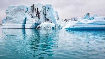Printed kitchen splashbacks Glaciers Blue icebergs floating on the lake, Iceland
