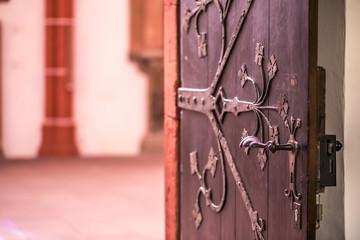 Tür zum Westchor der Katharinenkirche in Oppenheim
