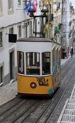 Straßenbahn und Aufzug in Lissabon