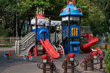 Парк для детей с горками в виде замка