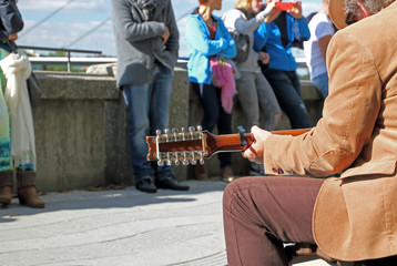 Gitarrist, Strassenmusiker