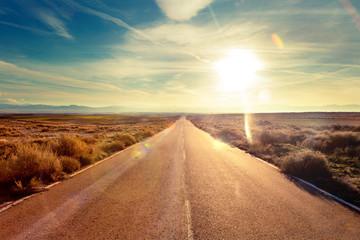 Photo sur Aluminium Beige Concepto de viaje en coche y aventuras.Paisaje y atardecer.Carreteras del mundo hacia el destino
