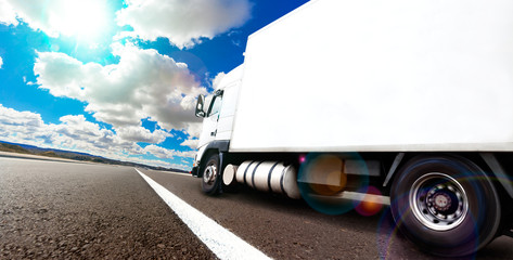 Vehículos pesados y transporte. Camión Entrega de mercancías por carretera o autopista