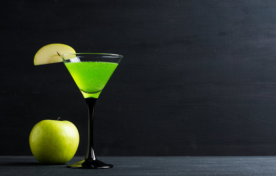 Apple cocktail mixed drink with apple slice