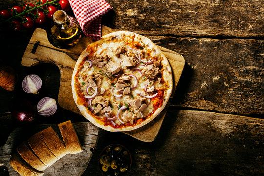 Preparing delicious homemade tuna pizza