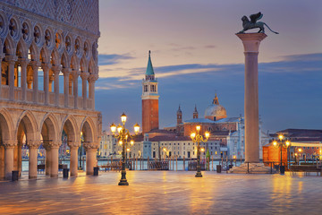 Venice. Image of St. Mark's square in Venice during sunrise. Fototapete