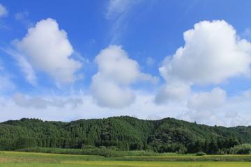 里山の秋空