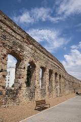 Antiguo acueducto romano de la ciudad de Mérida, España