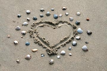 Herz im Sand am Strand