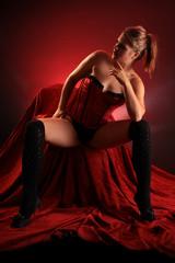 Frau posiert in Unterwäsche