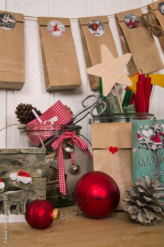 Adventskalender Basteln Und Rote Geschenke Fur Weihnachten Verpacken