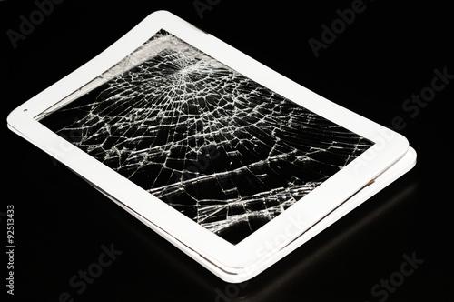 Tablet Bianco Rotto Su Sfondo Nero Immagini E Fotografie Royalty