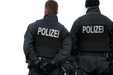Abwartende deutsche Polizisten im Einsatz