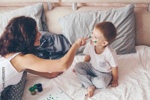 мама поймала сына за ананизмом