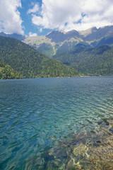 Papiers peints Saumon Lake Ritsa in mountains in Abkhazia.