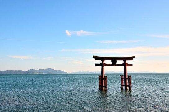 滋賀県 白髭神社 湖畔の鳥居