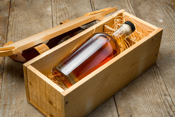 Gift box wooden crate barrel aged whisky bourbon liquor whiskey bottle small cask