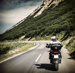 Fototapete - Racer on mountainous highway