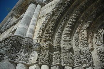 Portale maestoso di una chiesa francese