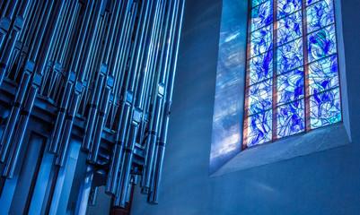 Chagall-Fenster und Orgel in der Stephanskirche zu Mainz